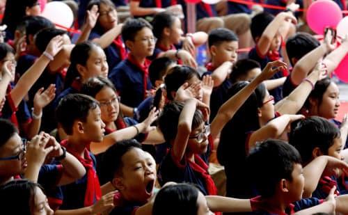 東南アジアの教育産業に投資家の関心が集まる(ベトナム・ハノイの中学校)=ロイター
