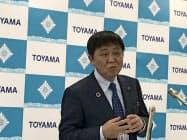 記者会見する富山市の森雅志市長(富山市役所)