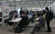 グローバル人材育成センター埼玉も留学生向けの説明会などを開き、地元企業への就職を後押ししている(11月、さいたま市内)