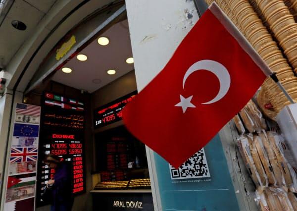 トルコは18年の通貨危機以降続く経済の低迷が、国民生活にも影を落とす=ロイター