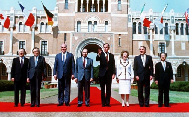 米欧日は「冷戦に勝った」と喜んだが…(1990年のヒューストンサミット開幕を前に記念撮影する各国首脳ら)=AP