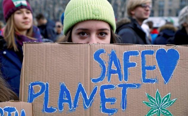 欧州では「未来のための金曜日」と呼ばれる環境デモをはじめ、様々な環境活動が活発だ=ロイター