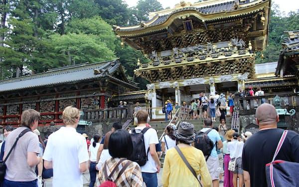 修復後の「陽明門」も訪日客らを呼び込んでいる(8月、栃木県日光市の日光東照宮)