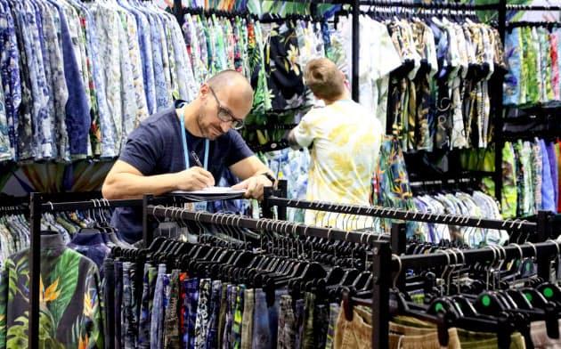広州交易会は世界中から多くのバイヤーが集まる(11月、広州市)