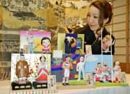 天皇、皇后両陛下やラグビーW杯日本代表など、今年の世相を反映した変わりびな(3日、さいたま市)=共同