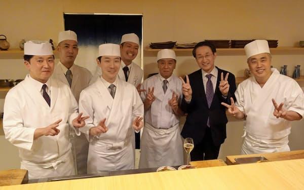 神田氏((右)、隣は平井知事)とコラボした惣和会メンバー