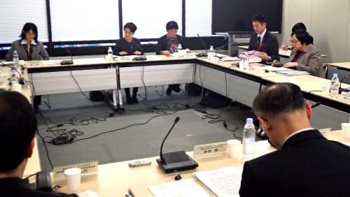 体罰禁止の指針案を議論する厚労省検討会(3日、東京・霞が関)