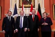 会談にのぞむフランス、英国、トルコ、ドイツの首脳(3日、ロンドン)=ロイター