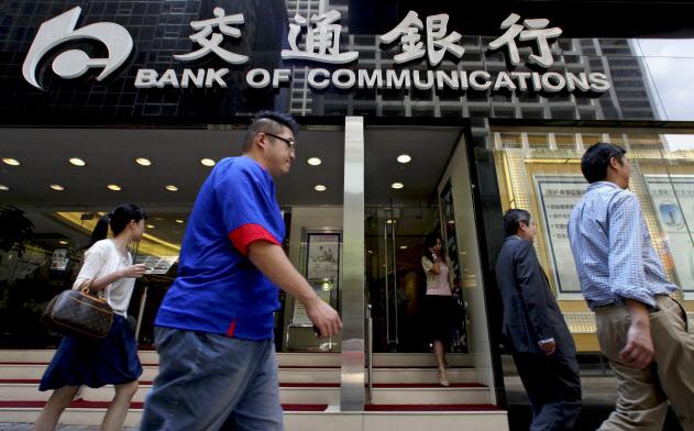 香港人の雇用を渋る金融関係企業が増えている(香港の金融街にある交通銀行の中央支店)=ロイター