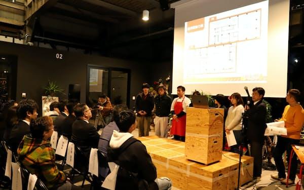 秋田市のヤマキウ南倉庫で開かれた商店街の公開プレゼンテーション(11月20日)