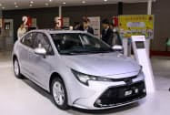 トヨタ自動車は「カローラ」や「レビン」など主力車の販売が好調だった(11月、広東省広州市の展示会)