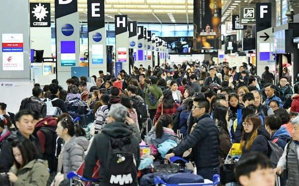 海外渡航者の増加で年末年始の空港は混雑しそうだ