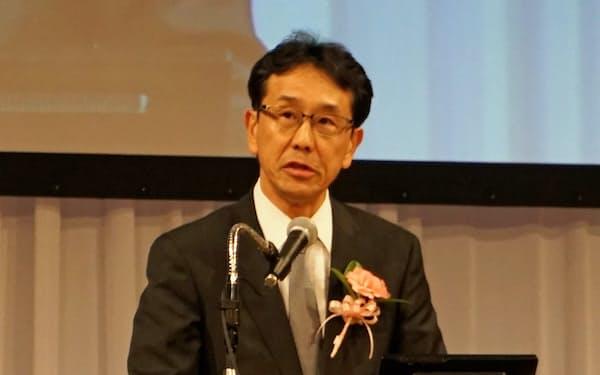 大賞の受賞スピーチをするコマツの小川啓之社長(4日、東京都港区)