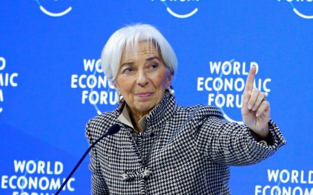 今年1月の世界経済フォーラム年次総会(ダボス会議)に登壇した国際通貨基金(IMF)のラガルド専務理事(当時)=ロイター