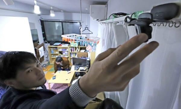「Plasma」は、実証実験の参加者の部屋にカメラを設置し私生活データを収集する(東京都内)