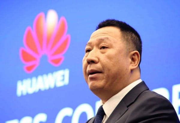 米通信当局の提訴を発表したファーウェイの宋柳平・最高法務責任者(5日、広東省深圳市)