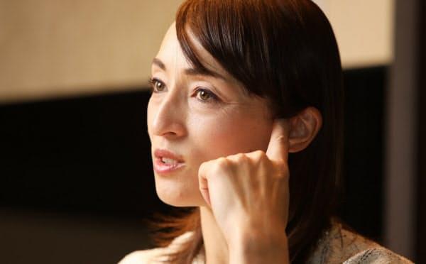 「父との会話で、アスリートとしての姿勢が分かった」と話す室伏由佳(2019年12月、都内のホテルで)