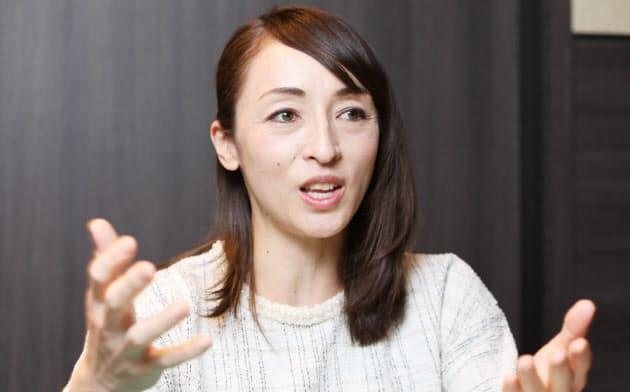 室伏由佳は「一家3人で写真を撮られないようにしていた」(2019年12月、都内のホテルで)
