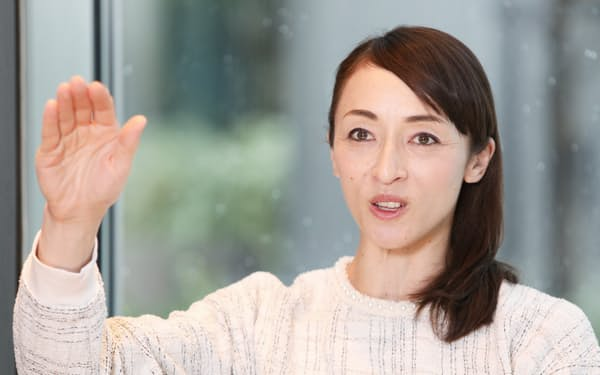 「いつも『娘』や『妹』という属性で語られた」と話す室伏由佳(2019年12月、都内のホテルで)