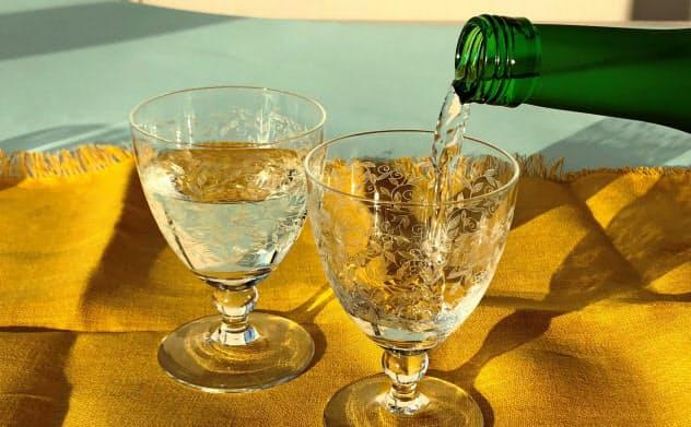 グラスに注ぐとふくよかで甘い香りが立ちのぼる「農学原酒」