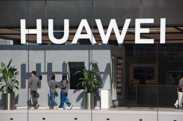 ファーウェイの最新スマホ、台湾で販売取りやめ
