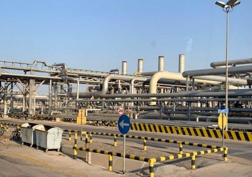 石油産業の行方には悲観的な見方も広がる(サウジ東部にあるアラムコの石油処理施設)