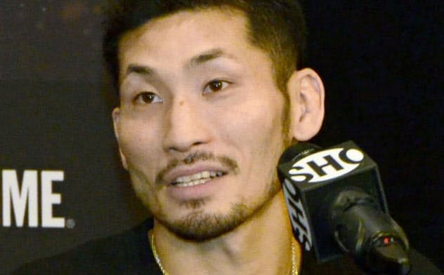 IBFスーパーバンタム級暫定王座決定戦を前に記者会見する岩佐亮佑(5日、ニューヨーク)=共同