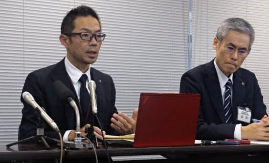 情報流出について説明する神奈川県総務局の情報関係の担当者(横浜市の神奈川県庁)