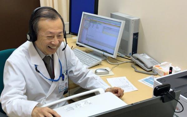 遠隔の服薬指導は、診療もオンラインで受けている患者が対象となる(知多厚生病院のオンライン診療の様子、愛知県美浜町)