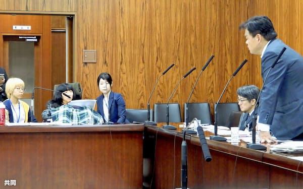 参院国土交通委で、赤羽国交相の答弁を聞くれいわ新選組の木村英子氏(左から2人目、3日午後)=共同
