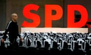 連立維持か離脱かで揺れるドイツ社会民主党(SPD)=ロイター