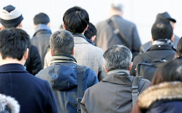 希望・早期退職、6年ぶり1万人超え 若手に原資回す