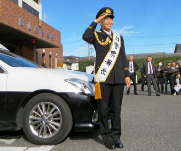 地元の岡山東警察署で一日警察署長を務めた渋野選手