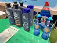 P&Gジャパンは日本国内の海岸で回収したプラスチックごみをボトルの原料として再利用した「JOY Ocean Plastic」(右手前)を発売した