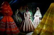 モンクレールがミラノファッションウイークに出品したダウン(2月、ミラノ)=ロイター