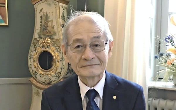 インタビューに応じる吉野彰氏