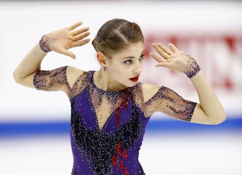 世界最高得点で初優勝したアリョーナ・コストルナヤ(7日、トリノ)=共同