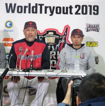 神宮球場で行われた「ワールドトライアウト」終了後の会見で、野球や支えてくれたファンへの思いを語る清原氏(左)