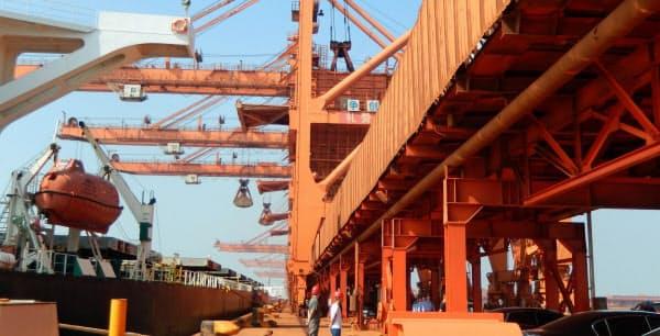 輸入回復の勢いが続くか注目される(河北省の鉄鉱石輸入港)