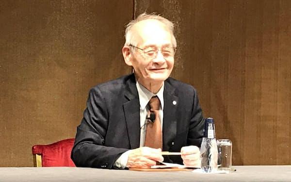 日本大使館主催の記者会見に臨む吉野彰・旭化成名誉フェロー