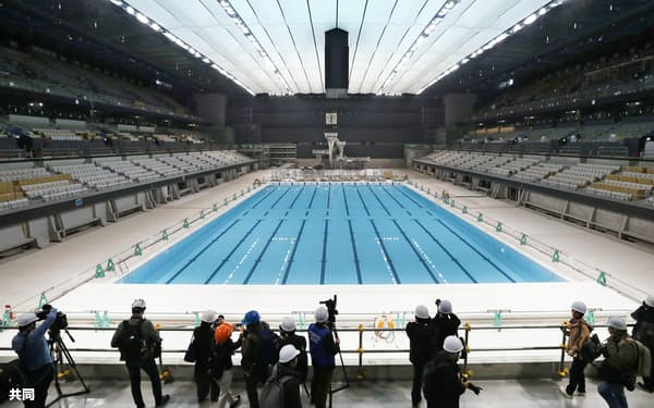 報道陣に公開された東京オリパラの水泳会場「東京アクアティクスセンター」(東京都江東区)=共同