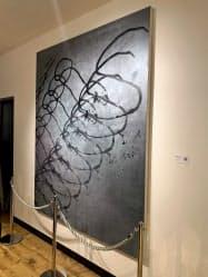 ブリックが三菱UFJ銀行に納入した絵画(9日、東京・日本橋兜町のコワーキングスペース)