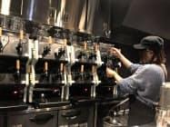 キリンシティの新店舗「クラフトマルシェ by Kirin City」(東京・渋谷)。最大16種類のクラフトビールが楽しめる