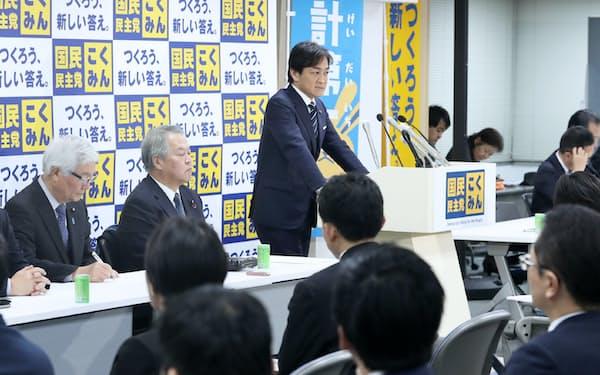 国民民主党の両院議員総会であいさつする玉木代表(9日、東京・永田町)