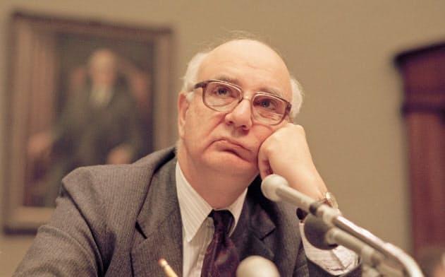 1987年5月、FRB議長を務めていたときのボルカー氏=AP