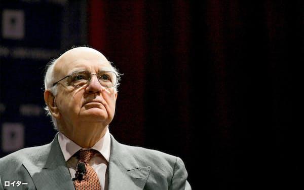 2009年、ニューヨークでの講演に臨むボルカー氏=ロイター