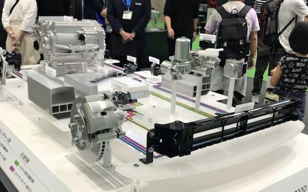 今秋開催の東京モーターショーでアイシンはEV関連のシステムなどを展示した