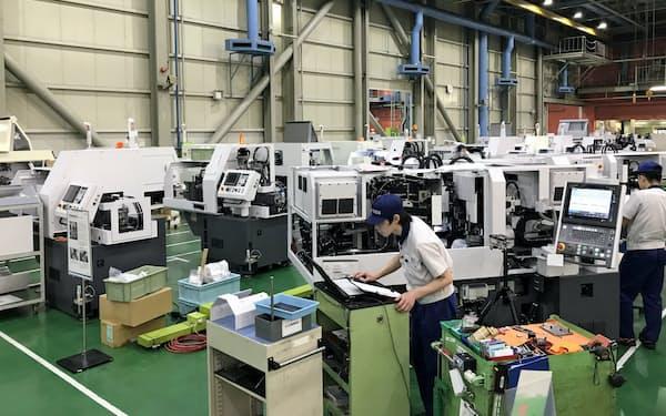 業界で好不況の目安とされる「1千億円」も4カ月連続で下回った(国内メーカーの工場)