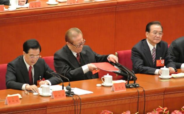中国、経済・外交の危機 日本シフトに盟友投入