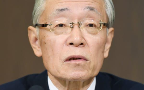 記者会見する前田次期会長(10日、東京都渋谷区)